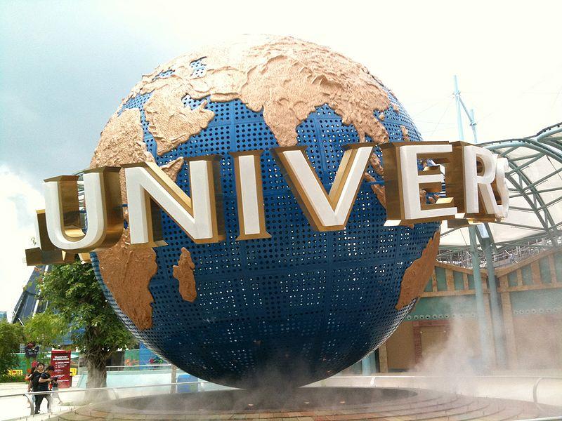 800px-Universal_Globe_Singapore
